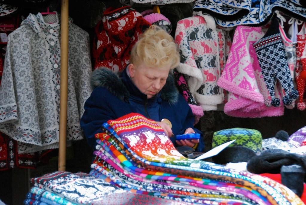 Puesto de artículos de lana, Tallín. Copyright Hernando Reyes
