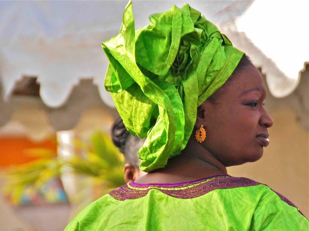 Tocado en mujer de Dakar