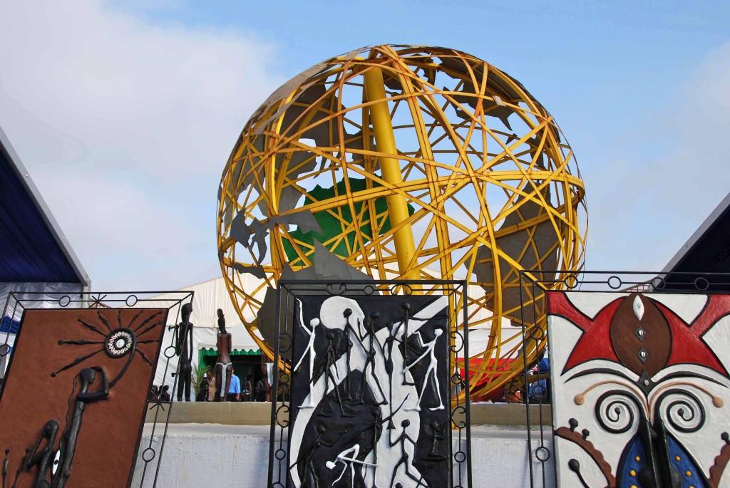"""Monumento en Ticaa 2011, Dakar"""""""