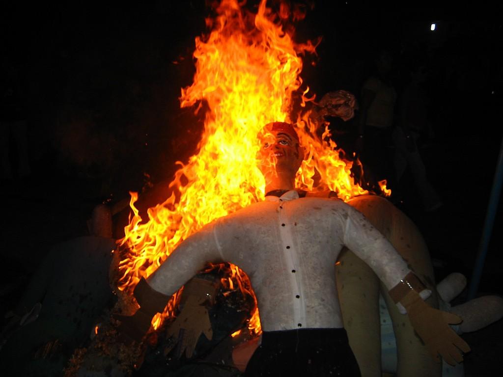 Ao-Viejo-ardiendo