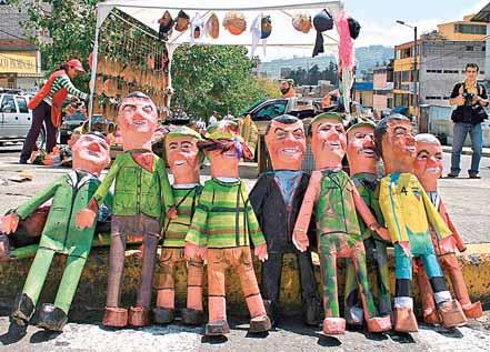 QUITO 30 DE DICIEMBRE DEL 2008. crece la venta de monigotes a visperas del fin de aÒo. FOTO API/J. GUEVARA
