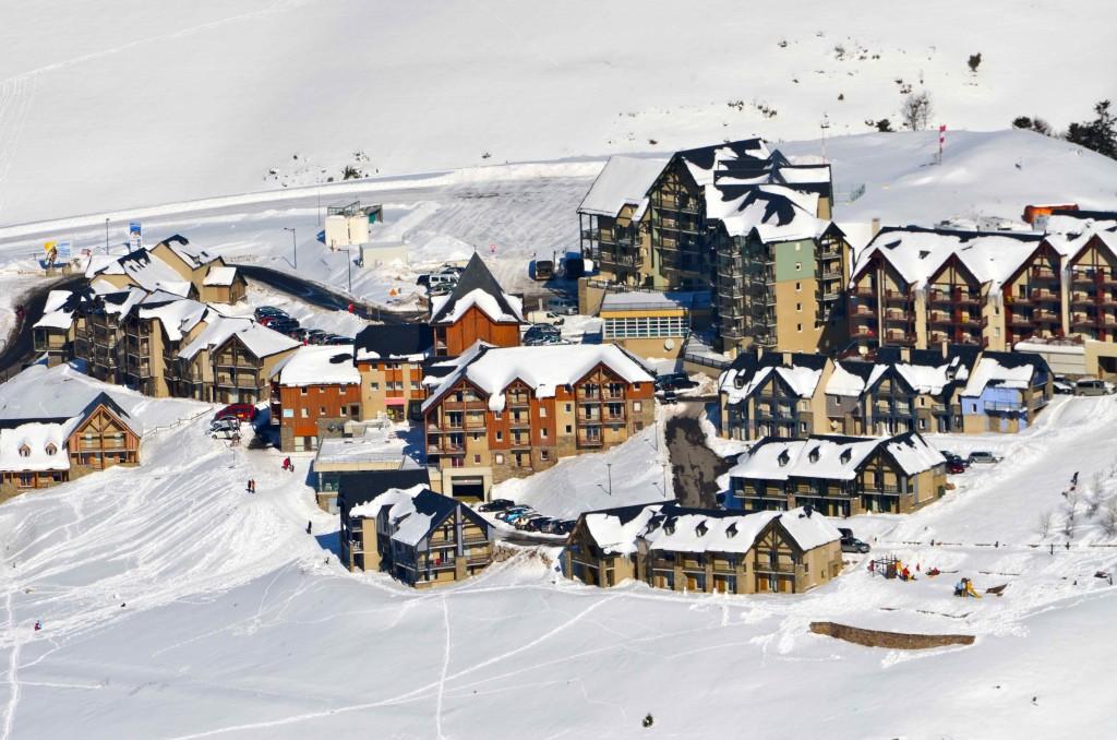 Vista de la estación de Peyragudes desde las pistas. Altos Pirineos, Francia. Copyright Hernando Reyes