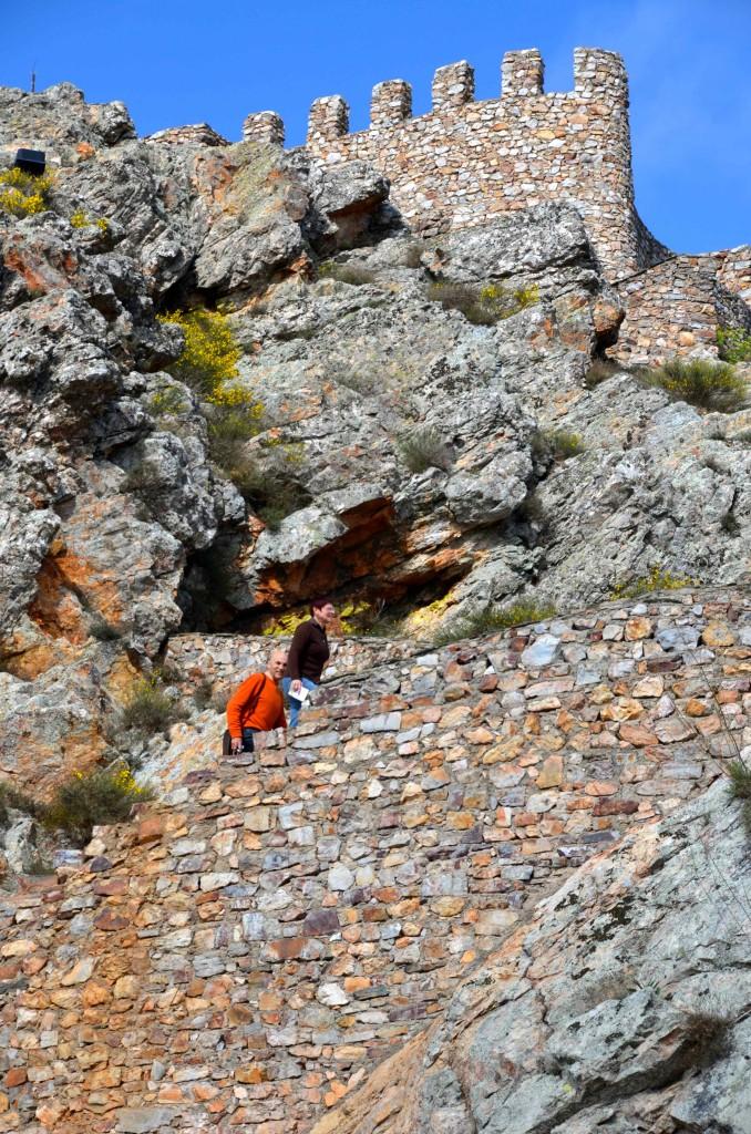 Ascenso al castillo de Penha Garcia. Portugal. Copyright Hernando Reyes